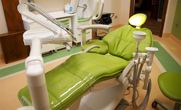 Dental Trey installa 16 riuniti A-dec <br>nell'area First Class di CalabroDental
